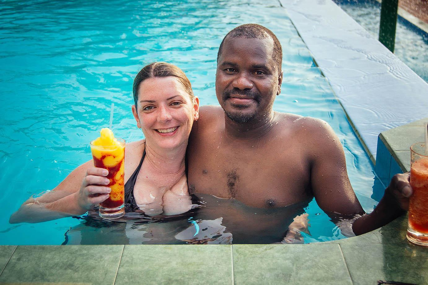 Couple-enjoying-drinks-in-the-pool
