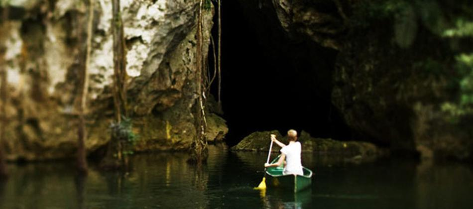 Barton Creek Cave Canoeing entrance