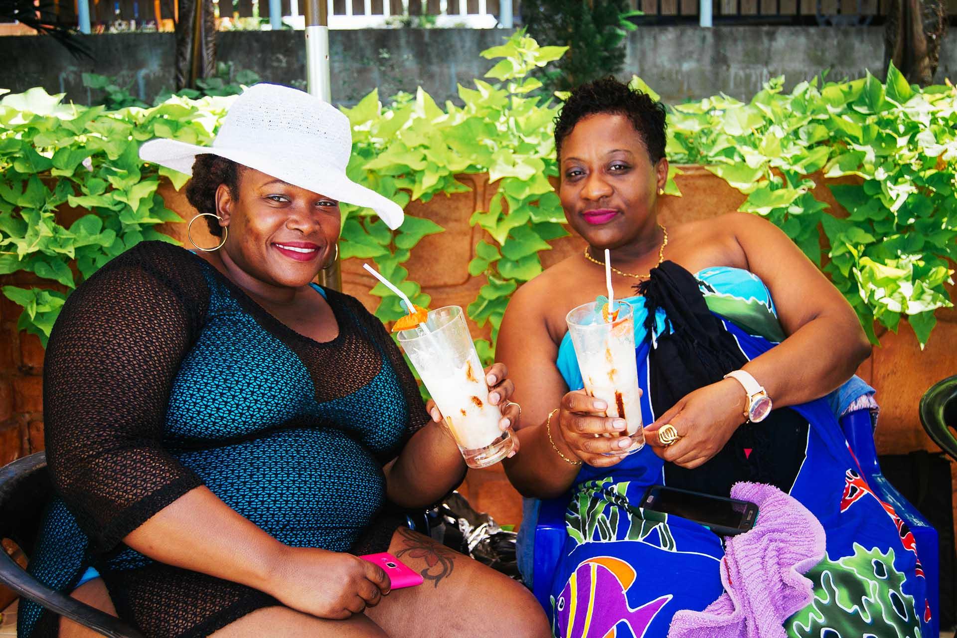 friends-enjoying-Belkin-pool-side