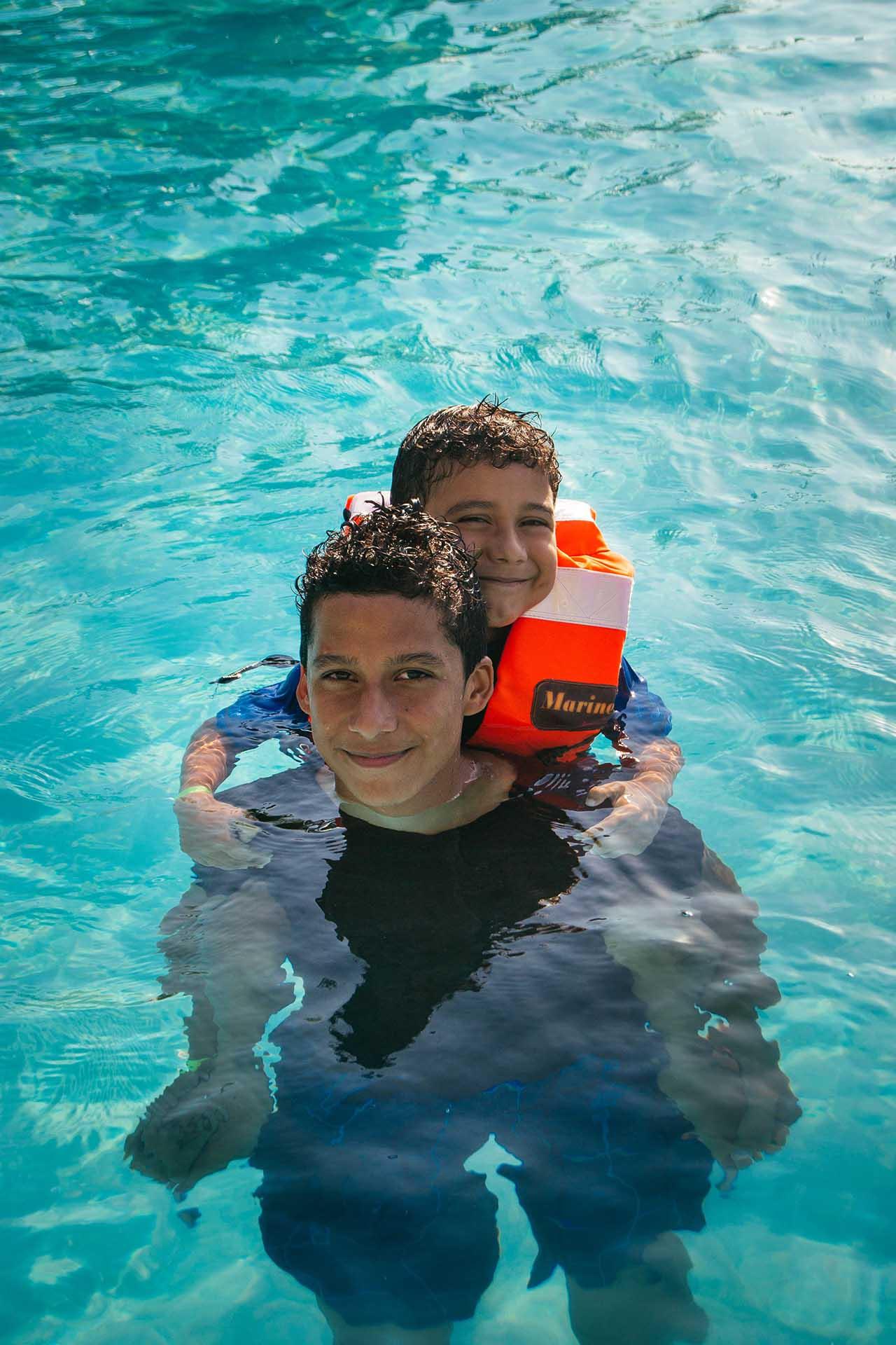 Brothers-having-fun-in-the-pool