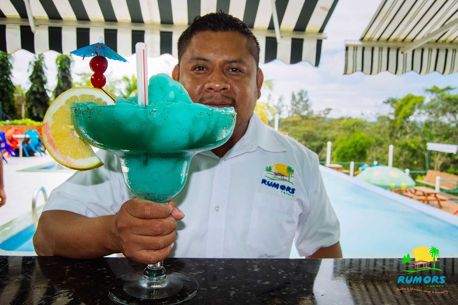 Our-bartender-displaying-a-Jumbo-Blue-Margarita